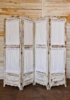 41 Ideas Folding Screen Shabby Chic For 2019 Shabby Chic Room Divider, Diy Room Divider, Room Divider Screen, Room Screen, Shabby Chic Decor, Room Dividers, Repurposed Furniture, Painted Furniture, Diy Furniture