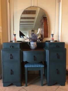 Annie Sloan Chalk Paint Amsterdam Green and Napoleonic Blue mixture on this Art Deco Vanity. All Things new. Art Deco Furniture, Chalk Paint Furniture, Furniture Projects, Furniture Makeover, Cool Furniture, Font Design, Deco Design, Painted Vanity, Painted Dressers