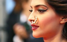 Cannes RedCarpet, May 15: Sonam Kapoor https://twitter.com/sonamakapoor in brilliant #Couture by Anamika Khanna http://www.ana-mika.com/ (kundan nath nose ring  by Sunita K here)