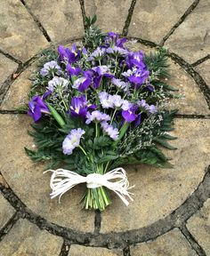 Funeral sheaf Green Funeral, Funeral Tributes, Sympathy Flowers, Funeral Flowers, Silk Flowers, Bouquets, Garden Ideas, Floral Wreath, Projects To Try
