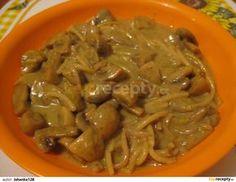 Pórek nakrájíme na půlkolečka, žampiony na třetiny nebo čtvrtiny, podle velikosti.V pánvičce rozehřejeme olivový olej a krátce na něm orestujeme... Food 52, Gnocchi, Spaghetti, Food And Drink, Pasta, Beef, Chicken, Ethnic Recipes, Bulgur