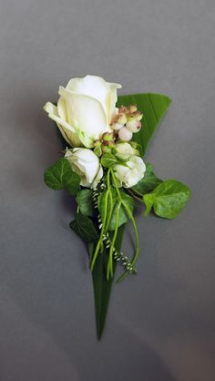 White rose, symphoricarpos (snowberry) and ivy boutonniere by Stef Adriaenssens http://www.floristiek.com/ENG/gallery.html