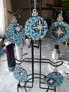 Christmas Tree Ornament Kits, Handmade Christmas Decorations, Christmas Mandala, Christmas Rock, New Year's Crafts, Holiday Crafts, Xmas Drawing, Alternative Christmas Tree, Dot Art Painting