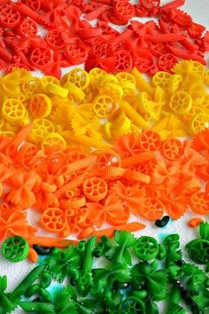 How to dye pasta for play, art projects for kids and learning activities for kids Craft Activities For Kids, Preschool Crafts, Toddler Activities, Learning Activities, Christmas Crafts For Kids, Diy Crafts For Kids, Art For Kids, Kids Fun, Pasta Crafts
