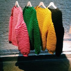 Wool and the Gang - Loving Crafts Knitwear Fashion, Knit Fashion, Fashion Fashion, Fashion Women, Fashion Design, Crochet Cardigan, Knit Crochet, I Love Mr Mittens, Chunky Knitting Patterns
