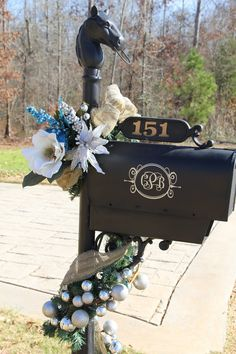 26 Ideas to Dress up Your Mailbox in a Fairy Tale Look for this Christmas