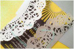Añade un toque especial a tu invitación con una blonda de papel / Add a special touch to your invitation with a paper doily