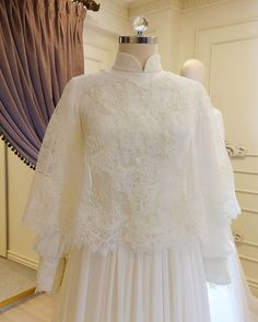 Discover recipes, home ideas, style inspiration and other ideas to try. Muslim Wedding Gown, Muslimah Wedding Dress, Muslim Wedding Dresses, Wedding Gowns, Prom Dresses, Indian Gowns, Gothic Wedding, Mode Hijab, Wedding Bridesmaids