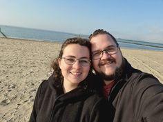 Het heerlijke weekendje weg was nu toch echt ten einde. Ik pikte nog een laatste zonsopgang mee, Kenneth en ik maakten nog een leuke selfie en toen was het op naar huis. Ondanks de heimwee naar zee maakte ik er nog een gezellige middag van met mijn zusjes en Olaf.… Het bericht &Zus dagboek #15 heimwee naar de zee en gezelligheid verscheen eerst op Bij Zus. Couple Photos, Couples, Blogging, Couple Shots, Couple Photography, Couple, Couple Pictures