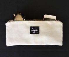 VENDIDO!!! Black & white medium pouch. Link de la tienda en la bio. Síguenos en @bagabg Bagan, Link, Medium, Instagram, Tent, Medium-length Hairstyle