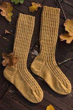 Ruska sukat – Ruska socks pattern by Nora Heikinheimo Knitting Socks, Knit Socks, Hand Knitting, Knitting Patterns, Malabrigo Sock, Warm Autumn, Sock Yarn, Knitting Projects, Ravelry