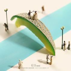 Miniature Art By Tatsuya Tanaka. Tatsuya Tanaka is a Japanese artist and Continue Reading and for more miniatures → View Website Miniature Photography, Toys Photography, Macro Photography, Creative Photography, Creative Artwork, Creative Photos, Miniature Calendar, Inspiration Artistique, Tiny World
