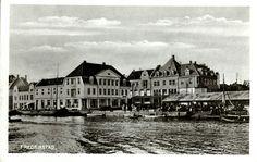 Østfold fylke Fredrikstad kommune fotokort fra brygga med ventende reisende Utg Abels forlag 1911