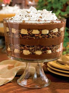 Try Chocolate-Banana Pudding Trifle! You'll just need 1 sleeve chocolate graham crackers, crushed, 1 cup sweetened flaked coconut, 1 cups finely chopped. Chocolate Banana Pudding, Banana Pudding Trifle, Chocolate Recipes, Coconut Pudding, Chocolate Trifle, Banana Coconut, Bannana Pudding, Bacon Chocolate, Chocolate Morsels