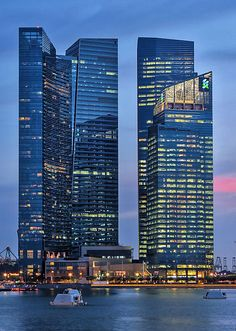 Nel 2013 inaugura il Marina Bay Financial Center a Singapore