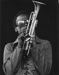 NEWPORT, RI - Jazz musician Miles Davis plays his trumpet at the Newport Jazz Festival in 1969 in Newport, Rhode Island. (Photo by Tom Copi/Mich. Jazz Artists, Jazz Musicians, Black Artists, Music Icon, Soul Music, Louis Armstrong, Newport Jazz Festival, Man Of Mystery, Kind Of Blue