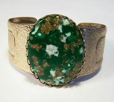 Vintage Green Confetti Thermoset Cabochon Cuff Bracelet Textured Gold Tone 315YG #Unbranded #Cuff