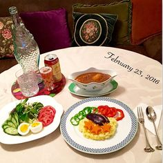 Instagram media by japan_jarbie - ・ ・ 🍴ランチ #lunch  遅めのランチ食べにやって来たお友達〜 おいしいとおかわりしてくれた🍛🙌 今日のカレー牛肉はブロックではなくスライスにした。 そしてサフランライスにした💛 ・ うつわ器 🇩🇪 #フッチェンロイター 🇬🇧 #ウェッジウッド 🇯🇵 #切子 グラス  #カレー #カレーライス #サラダ #サフランライス #ランチ #昼食 #お昼ごはん #昼ご飯 #食事 #家ごはん #家ご飯 #おうちごはん #food #dinner