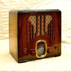 Old Antique Wood Crosley Vintage Tube Radio   Restored, Working Deco