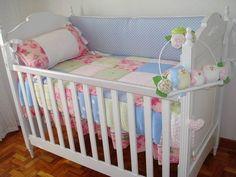 Lindo quarto da Manuela com enxoval em patchwork colorido