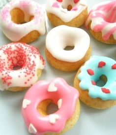 Toooo cute for words: Teeny tiny *CHEERIO* donuts! This would be adorable at a little girl's doll party