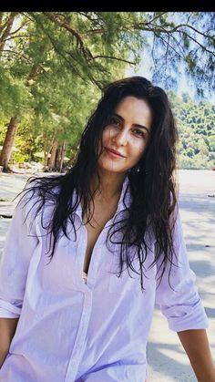 Bollywood Actress Hot Photos, Indian Actress Hot Pics, Bollywood Celebrities, Beautiful Indian Actress, Indian Actresses, Katrina Kaif Dresses, Camo Lingerie, Katrina Kaif Hot Pics, Monokini