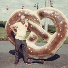 giant pretzel roadside attraction