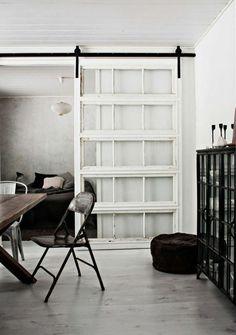 Schiebetüren weiß rahmen glas Raumteiler polstermöbel sitzen