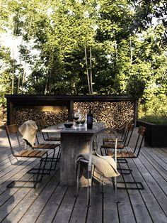 〚 Stylish dark interiors of wooden cottage in Sweden 〛 ◾ Photos ◾Ideas◾ Design World Of Interiors, Dark Interiors, Decoration Design, Decor Interior Design, Wooden Cottage, Photo Deco, Cottage In The Woods, Outdoor Living, Outdoor Decor
