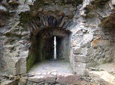 Gatehouse arrow slit Criccieth Castle Gwynedd Cymru UK LL52 0DP 4/8/16