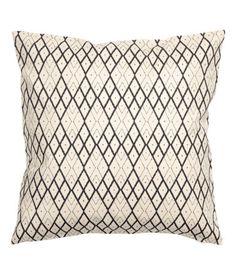 Naturhvid/Antracitgrå. Pudebetræk i bomuldskvalitet med trykt mønster. Skjult lynlås.