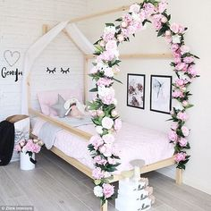 """Habia dos preciosas y adorables Hermanas; la union de ellas fue la envidia del Mundo"" Pero La BENDICION DE DIOS!! Kids Bedroom, Toddler Bed, Childs Bedroom, Infant Bed"