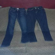 Bundle o 2f Aeropostale skinny Jeans One pair of Aeropostale Bayla Skinny Jeans size 1/2 regular/Normal, 2nd pair is style Ashley Super Skinny size 1/2 Short court. These jeans retail for about $39.50 each They both are BNWOT, NEVER WORN But to try them on. Great bundle, these are everyday jeans anf still hot enough to wear out with the girls. Even for date night. Aeropostale Jeans Skinny