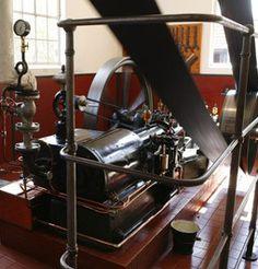 De stoommachine werd gebruikt om vele dingen aan te drijven. Bijvoorbeeld het weefgetouw!