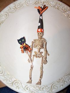 Something about creatures holding party masks and wearing hats is delightful to me. Halloween Banner, Halloween Doll, Halloween Ornaments, Halloween Trees, Dollar Store Halloween, Halloween Skeletons, Halloween Projects, Halloween Masks, Holidays Halloween