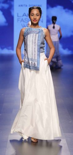 The final collection that I absolutely loved during day 3 of Lakme Fashion Week was by Anita Dongre. India Fashion Week, Lakme Fashion Week, Fashion Show, Fashion Design, Indian Fashion Online, Asian Fashion, Pakistani Outfits, Indian Outfits, Look Short