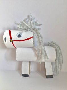 Sinterklaas knutselen; Leuke ideeën om te knutselen voor Sinterklaas - MamaKletst.nl Easy Crafts For Kids, Toddler Crafts, Preschool Crafts, Diy For Kids, Toilet Paper Roll Crafts, Cardboard Crafts, Yarn Crafts, Diy Crafts, Paper Plate Art