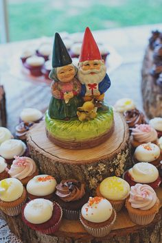 gnome topper for cupcake display (snow-white idea) Diy Wedding, Rustic Wedding, Wedding Ideas, Wedding Attire, Wedding Stuff, David The Gnome, Brides With Tattoos, The Wedding Singer, Cupcake Display