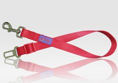 : Amazon.com: Kavsy™ Adjustable Dog Seatbelt, also for Cat or Pet in Car, Safety Belt, Leash for Harness, Restraint While Travel (Small, Red)