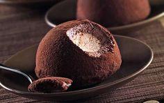 Il gelato al semifreddo è una versione più saporita e cremosa è un mix tra un gelato e un semifreddo.  Il primo semifreddo a fare la sua comparsa nelle cucine e nelle sale da pranzo, inventato a Firenze presso la famiglia dei Medici nella seconda metà del '500.