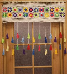 Colored country curtains - Care - Skin care , beauty ideas and skin care tips Cute Curtains, Crochet Curtains, Country Curtains, Crochet Curtain Pattern, Doorway Curtain, Door Curtains, Crochet Leaves, Crochet Flowers, Sofa Design