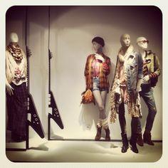 Grounge@Bershka# window#fashion