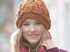 Du suchst noch nach einer Anleitung für einen kuscheligen Loop-Schal mit passender Mütze? Der Garnhersteller Schachenmayr hat zwei Strick-Anleitungen für Dich, mit denen Du Dir eine eigene kleine Winter-Kollektion stricken kannst.