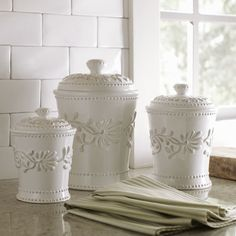 Country kitchen decorating ideas - country designs, comfort and easy living Ceramic Canisters, French Country Kitchen, Kitchen Decor, Kitchen Design Pictures, Country Kitchen Decor, Ceramic Kitchen, Kitchen Canisters, Ceramic Kitchen Canister Sets, Best Kitchen Designs