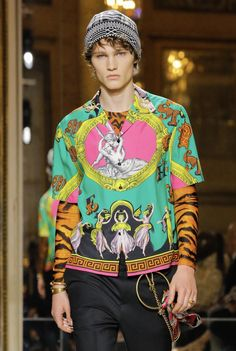 VERSACE Fall 2018 Menswear Look #31 up close detail