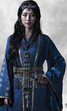 ads ads Zhu Zhu as Kokochin, the Blue Princess, in the Netflix series, Marco Polo // Mongolian princess from the Yuan Dynasty in China,… Mode Inspiration, Character Inspiration, Folk Costume, Costumes, Costume Ethnique, Beautiful People, Beautiful Women, In China, Traditional Dresses