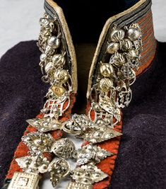 Silver jewelry, detail from traditional Norway costume, early Collection Stiftelsen Nordiska museet. CC-BY-NC-ND. Black Diamond Studs, Black Diamond Earrings, Rose Gold Earrings, Round Earrings, Gold Studs, Lace Ring, Black Diamond Engagement, Ring Set, Folk Costume