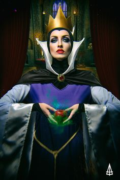 Snow White & The Evil Queen Cosplay http://geekxgirls.com/article.php?ID=5080