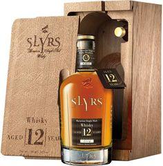 Single Malt Whisky von Slyrs in der 0,7 + 0,05 Liter Flasche mit 43% Vol. Alc. und Farbstoff