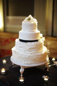 Black and white cake table decor
